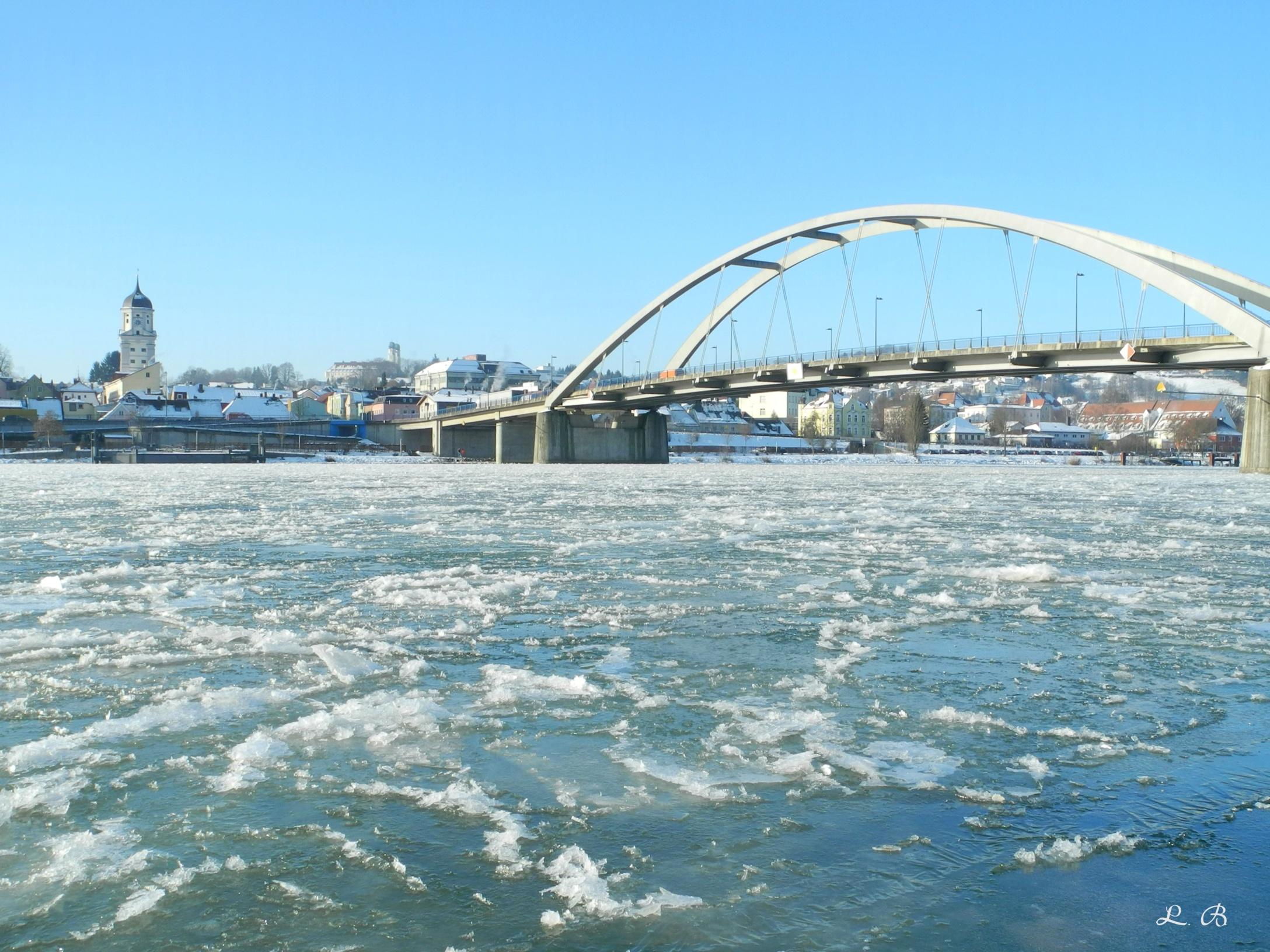 Vilshofen, die Donau und die Marienbrücke
