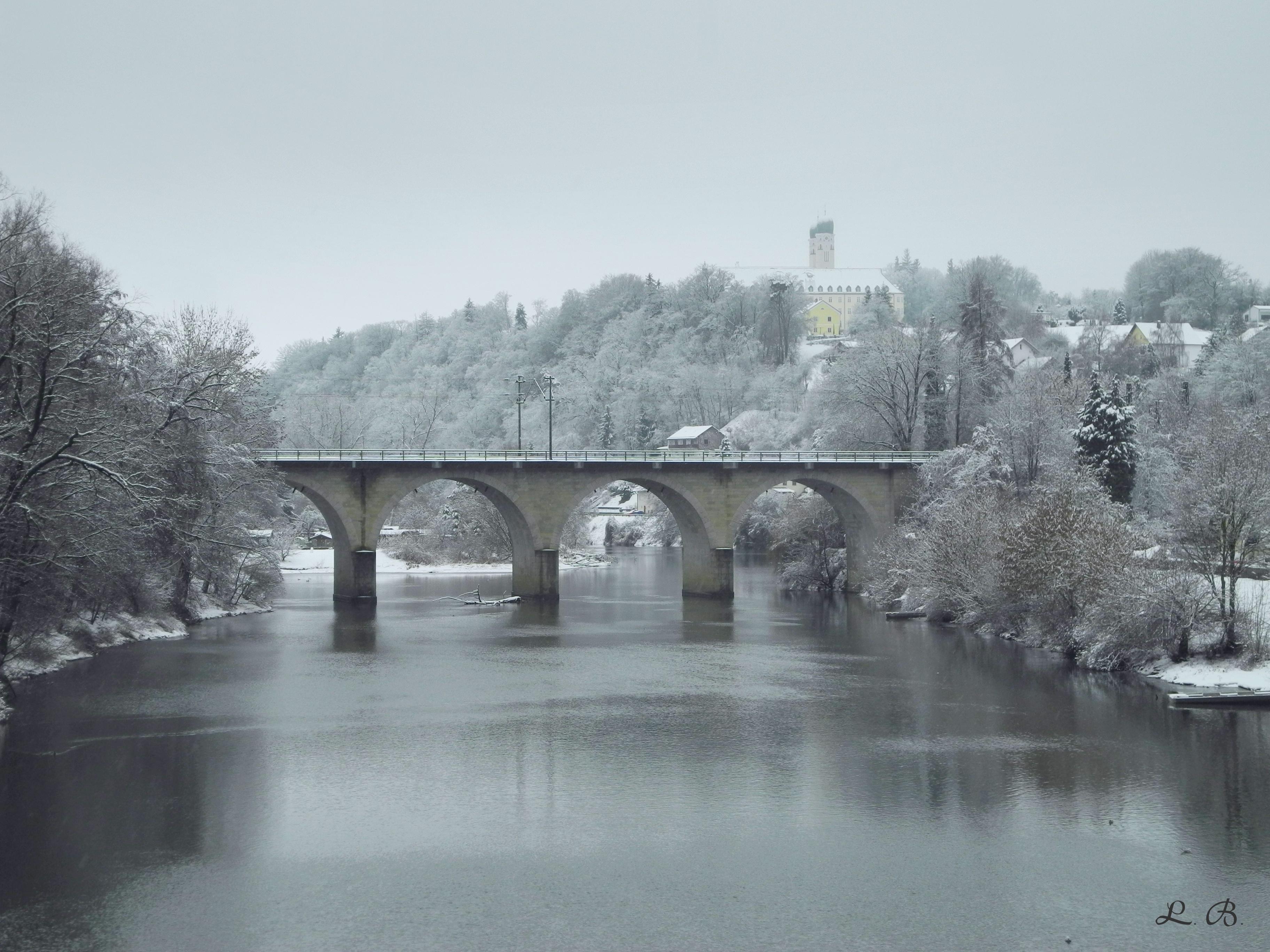 Vils mit Eisenbachbrücke und Kloster Schweiklberg