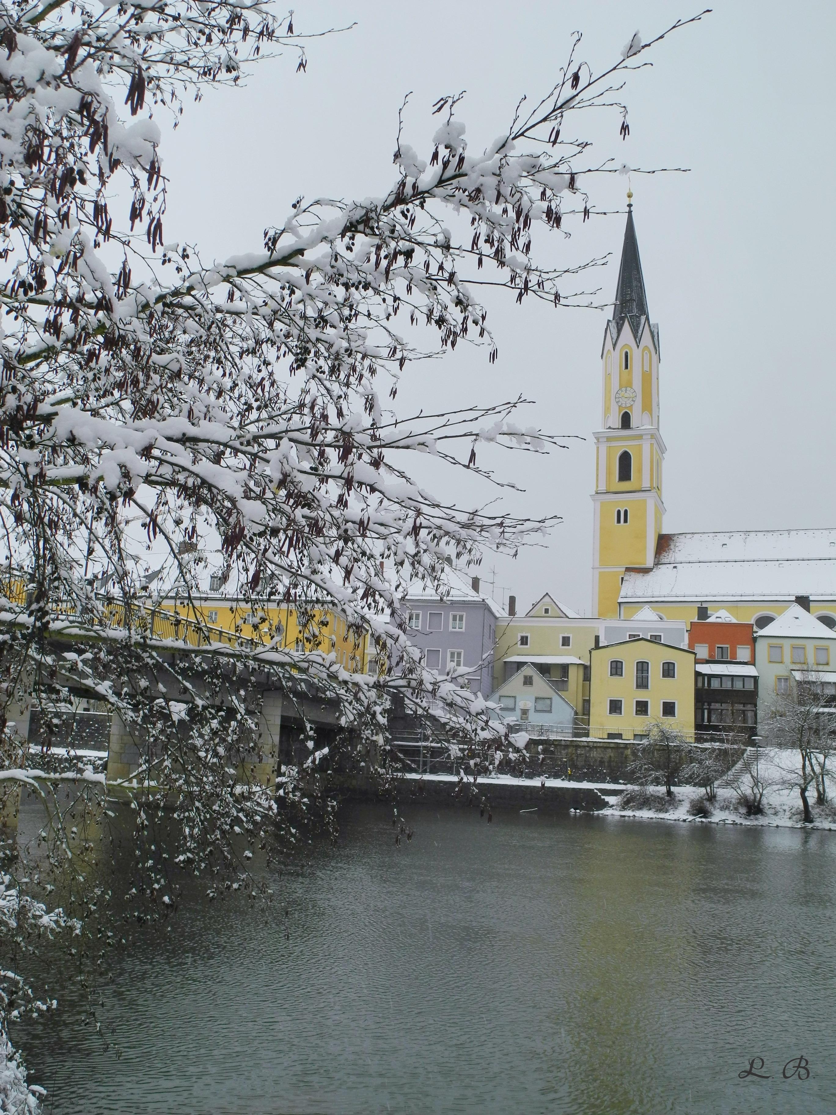 Vilsbrücke und Stadtpfarrkirche