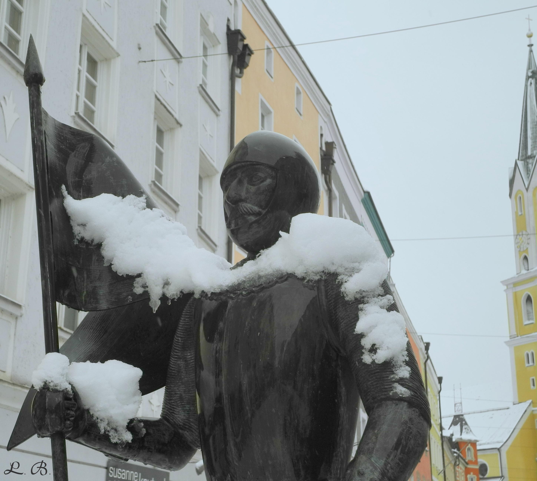 Ritter Tuschl mit Schal